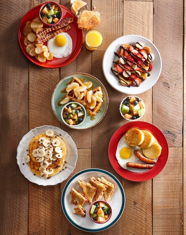 Kids menu : one egg with bacon, french toast banana strawberry, apple caramel waffle, chocolate banana pancake, grilled cheese