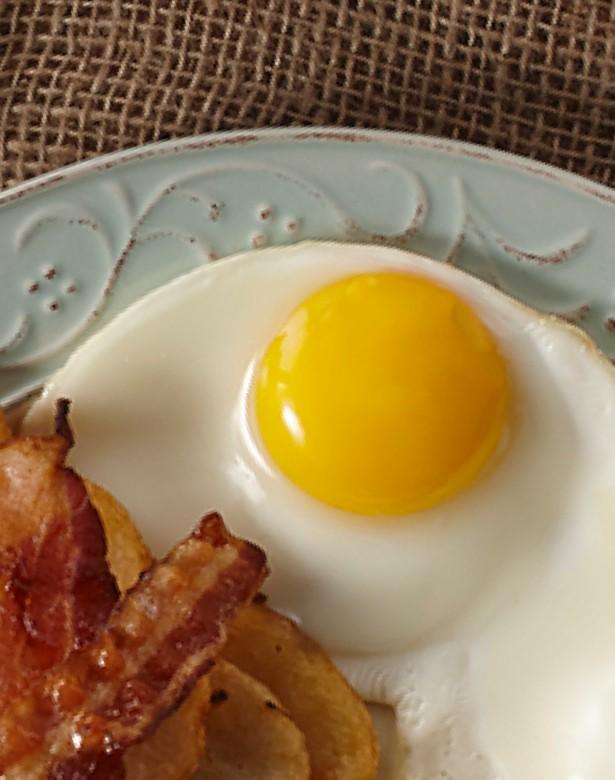 Oeuf miroir avec bacon et patate