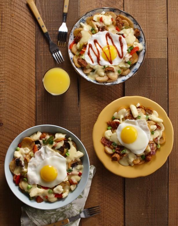 Trio de poutine déjeuner : avec bacon et saucisse, végétarienne ou avec saucisse italienne